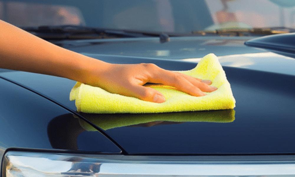Come lavare l'auto dentro e fuori (se hai tempo di farlo da solo!)